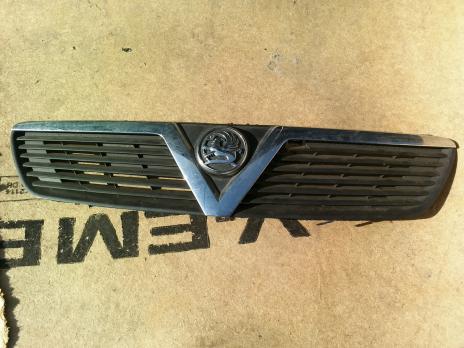 Решетка радиатора Opel Meriva A 13137511