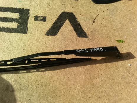 Поводок стеклоочистителя крышки багажника Ford Focus 1