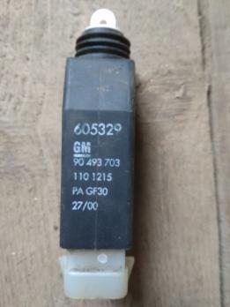 Активатор замка двери  OPEL Omega B / Corsa B 90493703