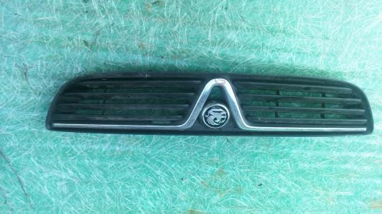 Решетка радиатора  Opel Zafira A 90580686