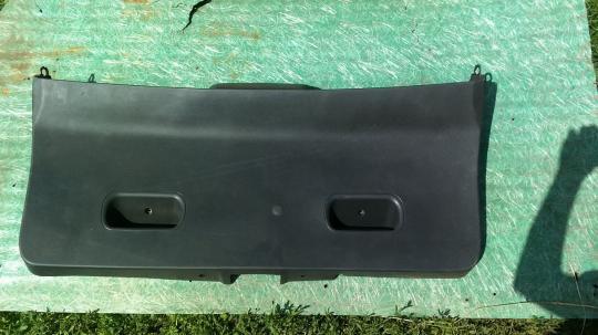 Обшивка крышки багажника Opel Astra H универсал 13222692
