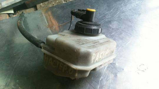Бачок главного тормозного цилиндра Renault Master 2