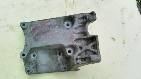 Кронштейн кондиционера Ford 2 /3 / C-MAX 4M5Q19D624CC