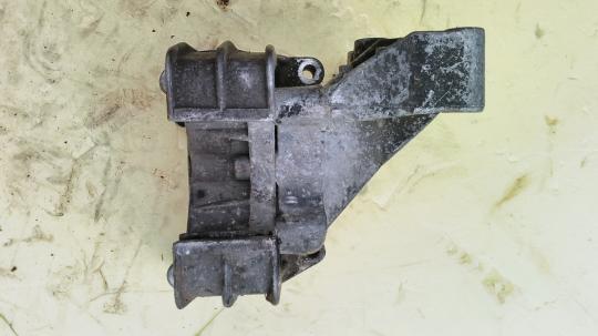 Кронштейн двигателя задний Opel Vectra B 90496729