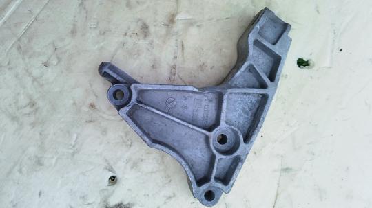 Кронштейн двигателя задний  Opel Astra H  13125625