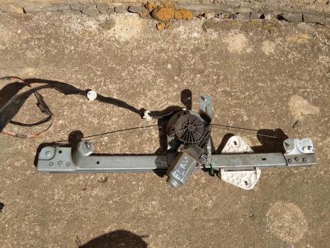 Стеклоподъемник электрический передний левый Renault Logan 1 , Lada Largus 8200901099