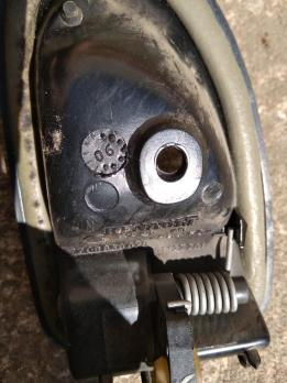 Ручка двери внутренняя левая  Renault Logan 1 7700830078