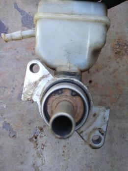 Цилиндр тормозной главный Renault Logan / Lada Largus / Sandero 6001547857